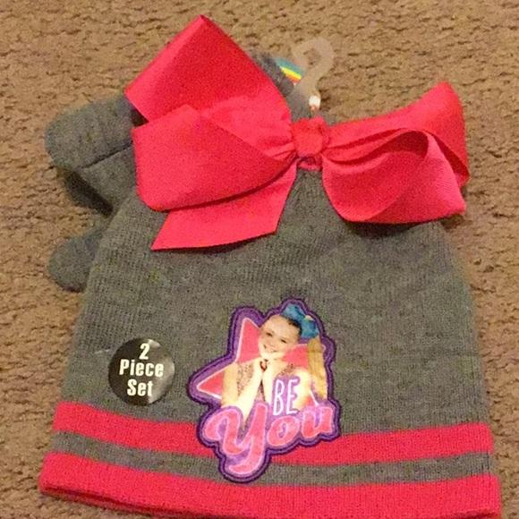 Jojo winter hat and glove set. M 5a35ca6f3a112ef8f202c371 2add4736af5